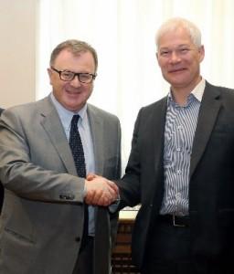 da sinistra - Mauro Gilmozzi (ass. prov. all'energia) - Boris Reutov (- segretario generale della società Inter Rao Ues)