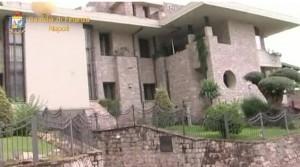- L'immobile in esecuzione di sequestro da parte dei militari della Guardia di Finanza di Napoli