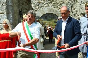 Il sindaco di Ossana Luciano Dell'Eva e il presidente Ugo Rossi al taglio del nastro